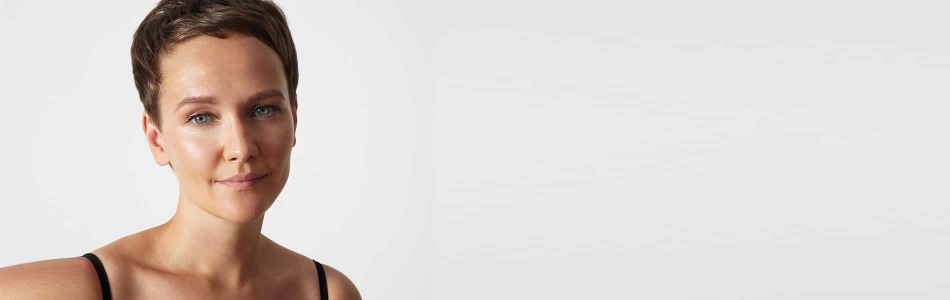 femme jeune peau souple - medecine esthetique visage